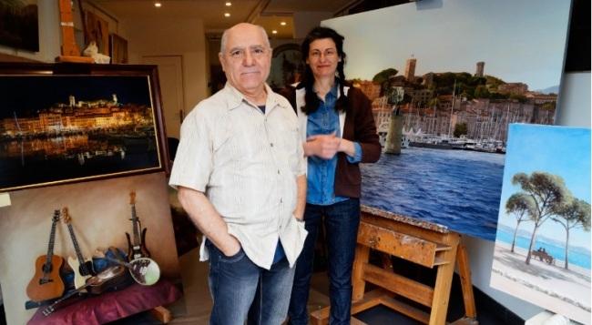 Jean-Pierre Stretti et Bernadetta Cecchin, couple de peintres cannois, a déjà représenté plusieurs fois la baie de Cannes et son port. (Crédit photo : Pauline Brisset)