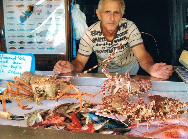 A Carras, Tony pêche aussi des crustacés. (Crédit photo : Erwan Schiex)