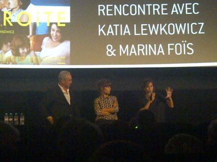 """Katia Lewkovicz et Marina Foïs après la projection de l'avant-première de """"Tiens-toi droite"""". Crédit photo : Cyrille Ardaud"""