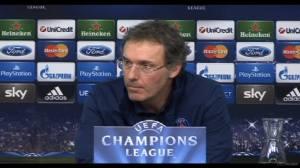 Laurent Blanc en conférence de presse d.r. Légende: L'entraîneur parisien se veut rassurant suite à la contre performance de l'équipe contre l'Ajax Amsterdam. (Crédit photo: D.R.)