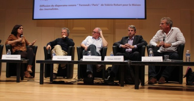 Un débat grave et des intervenants engagés dans la cause du journalisme (Crédit photo  : Manon David)
