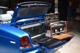 Chez Rolls Royce, le luxe n'a pas de barrières. La boîte à couverts de la marque est présentée dans le coffre. Les pique-nique en Rolls Royce sont vraiment très particuliers.(Crédit photo : Jérémy Satis)