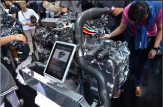 Mercedes met en avant son savoir faire mécanique. Ce moteur OM651 MFA 4 cylindres de la Classe B affiche une puissance de 177 chevaux. (Crédit photo : Jérémy Satis)