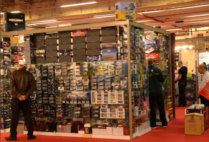 Dans le hall 2 du Mondial de l'Auto, les miniatures se vendent comme des petits pains. (Crédit photo : Jérémy Satis)