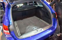 La nouvelle Peugeot 308 affiche les lignes d'une berline et le volume d'une familiale. En témoignent les 420 litres du coffre. (Crédit photo : Jérémy Satis)