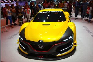 La Renault Sport 01 est ka sportive de la marque française. Cette voiture est droit issue des concepts cars, et est caractérisée par ses lignes aéro dynamiques. Coque en carbone, 500 chevaux et 1100 kg pour une vitesse maximale de 300 km/H. Elle va concourir en World Series by Renault . (Crédit photo : Jérémy Satis)