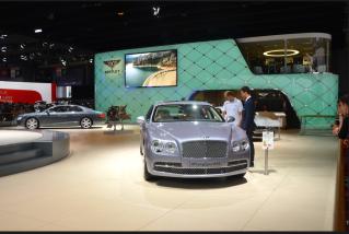 """La société Bentley appartient au constructeur allemand Volkswagen. Seuls les """"invités"""" ont le droit de monter dans la voiture. (Crédit photo : Jérémy Satis)"""