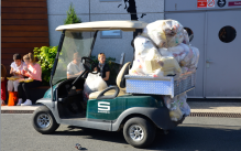 Rassurez-vous, la voiture poubelle ne faisait pas parti de l'exposition. (Crédit photo : Jérémy Satis)