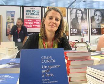 Céline Curiol, au stand Actes Sud, dimanche 5 octobre, lors du Festival du livre de Mouans-Sartoux (Crédit photo: Camille Degano).