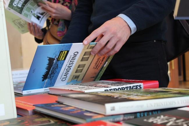 Certains journalistes décident de retranscrire leurs reportages en bande-dessinée. (Crédit Photo : Manon David)