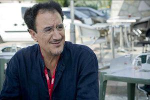 Mohamed Fellag, décontracté en interview. (Crédit Photo : Eva Garcin)