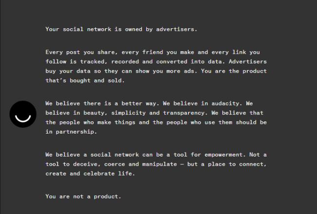 Le manifeste : « Manifeste » publié en page d'accueil et dénonçant la publicité sur les réseaux sociaux. (Crédit Photo : ello.co)
