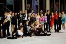 Tous les patineurs ont salué à la fin du gala (crédit photo : Eva Garcin)