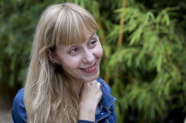 Lola Lafon a déjà remporté sept prix pour son dernier roman La petite communiste qui ne souriait jamais. (Crédit Photo : Eva Garcin)