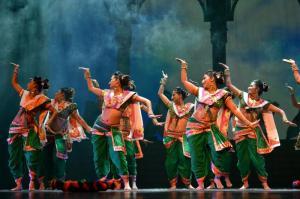 L'une des caractéristiques du Bollywood tient au visage des danseurs, qui doit être très expressif. Crédit : P.Fretault