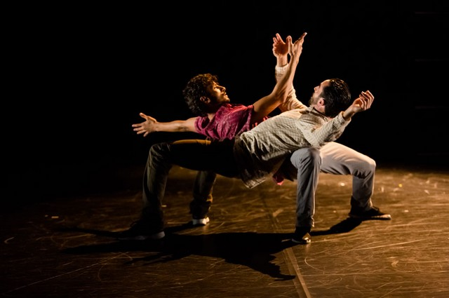 En mêlant break dance et danse contemporaine, Borderline visite les sentiments humains les plus difficiles, comme les plus tendres. (Crédits photo : Agathe Poupenay)