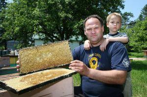 David Schuit et son fils. Crédit Photo : torontosun.com