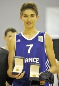 Avec 14,3 points de moyenne par match et 9,6 rebonds, Killian Tillie a été élu meilleur joueur du championnat d'Europe U16. Crédit photo : FIBA Europe