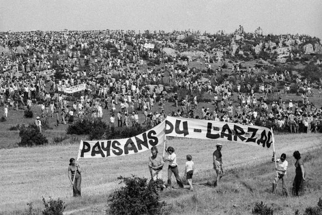 Paysans, travailleurs et étudiants étaient réunis pour une même conviction : sauver le Larzac. (Crédit Photo : D.R.)