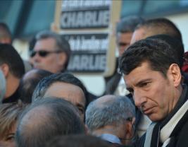 Le maire de Cannes, David Lisnard, était présent lors du rassemblement bien que la mairie n'en soit pas l'organisatrice. (Crédit photo : Jérémy Satis)
