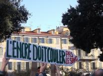 Un exemple des slogans que l'on a pu lire cette après-midi à Nice. (Crédit photo : Skander Farza)
