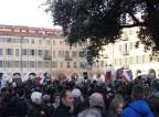 La place Garibaldi était remplie aujourd'hui pour rendre hommage à l'hebdomadaire Charlie Hebdo. (Crédit photo : Skander Farza)