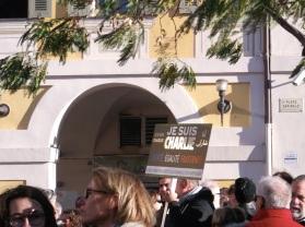 Le désormais célèbre ''Je suis Charlie'' a été affiché à Nice. (Crédit photo : Skander Farza)