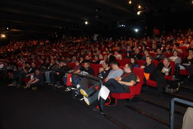 La cérémonie s'est déroulée devant une salle pleine. De nombreux spectateurs n'ont pas pu assister à la remise des prix. Crédit photo : Lhadi Messaouden