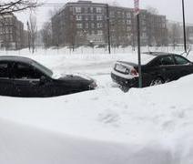 Dans le quartier de Brighton, à Boston, la neige a enseveli les routes (crédit: @BenjamLevy)