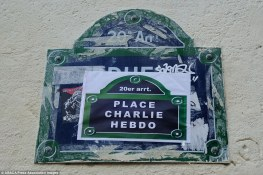 """Une place du XXème arrondissement de Paris rebaptisée """"Place Charlie Hebdo"""". Crédits : ABACA / Presse Association Images"""