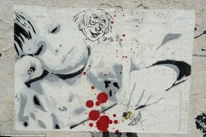 """Un hommage aux victimes par l'artiste """"Céline"""" Crédits : ABACA / Presse Association Images"""