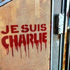 Le pochoiriste-graffeur C215 à Paris. Il a distribué ce modèle de pochoir gratuitement après les évènements du 7 janvier. Crédits : C215