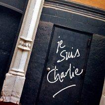 """""""Je suis Charlie"""" dans une très belle typographie, à Paris. Crédits : graffitiarchiv-org"""