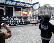 Fresque réalisée par les artistes Phoaick, Hokr, Poissonnerie Déglinguée, Hubert Carré et Hoz, place Saint-Corentin à Quimper en marge d'une manifestation en soutien à Charlie Hebdo, organisée à l'appel de la Ligue des Droits de l'Homme, le 11 janvier. Crédits : Sam Va photographies / Ligue des Droits de l'Homme Quimper
