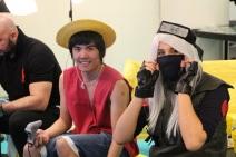 Monkey D.Luffy et Kakashi Hatake jouent à la console. Crédit : Loïc Masson