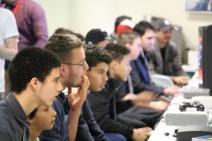 Les joueurs concentrés en plein affrontement. Crédit : Loïc Masson