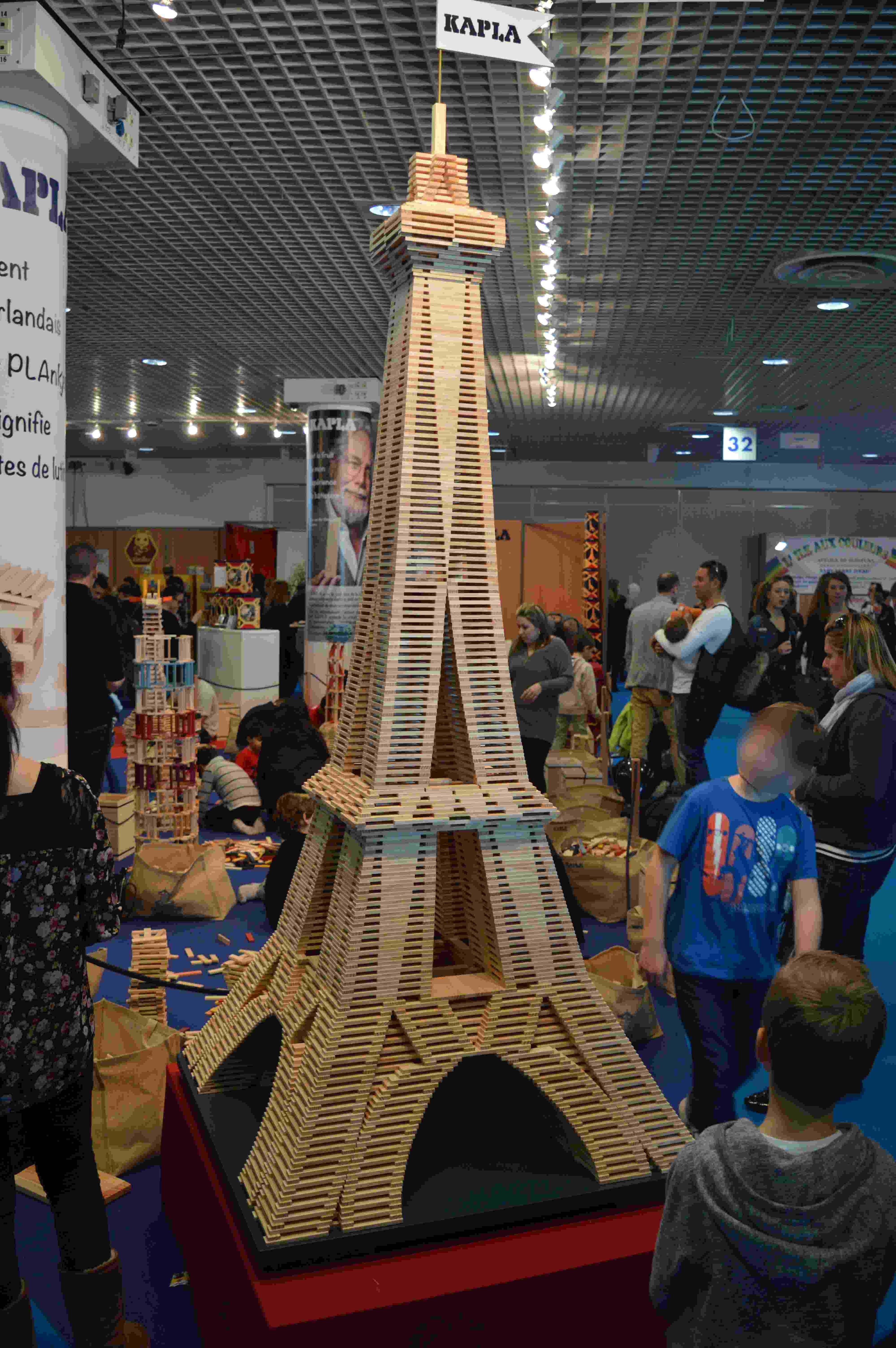 Le palais des festivals une salle de jeux g ante buzzles for Construire une maison en kapla