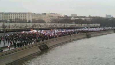 Des milliers de personnes ont marché en hommage à Boris Nemtsov (crédit : @alasta_ven)