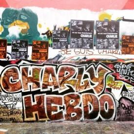 """""""Charly Hebdo"""" en soutien au journal satirique par le collectif SDF Crew en région parisienne. Crédits : SDF Crew"""