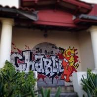 Maurice et Patapon se moquent des terroristes. Inspiré par les dessins de Charb, Teck a réalisé ce graffiti au pays basque. Crédits : Teck