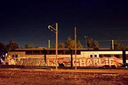 Malgré l'interdiction formelle de la SNCF de peindre ses trains, le collectif Vandals a tout de même bravé l'interdit pour rendre hommage aux victimes du 7 janvier. Crédits : Vandals
