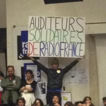Certains auditeurs ont tenu à exprimer leur soutien aux grévistes. (Crédit photo : @arnaud_jamin sur Twitter)