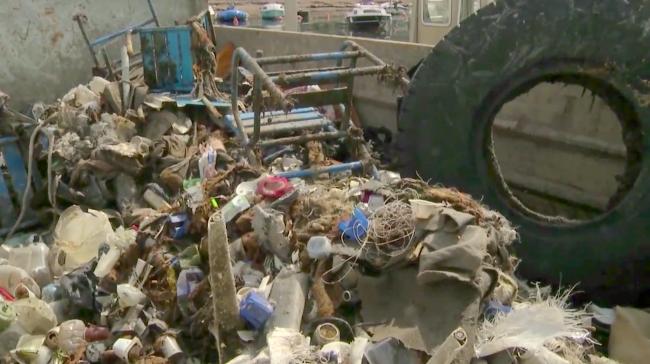 Des kilos de plastiques et des objets étonnants ont été ramassés depuis la parution de la vidéo. (Lara Pekez/ IUT Journalisme)