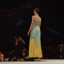 Une mannequin en robe de soirée. Crédit Photo : Cyrille Ardaud