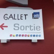 La fronde contre Mathieu Gallet affichée dans les locaux de Radio France. (Crédit photo : @chdelporte sur Twitter)
