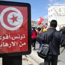 «La Tunisie est plus forte que le terrorisme». Le message imprègne les panneaux publicitaires de la ville (crédit photo: @elodieauffray sur Twitter)