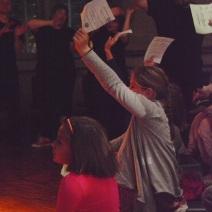 Les enfants votent. (Crédit photo : Matthias Somm).
