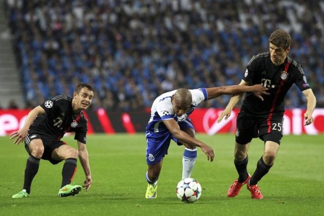 Une image qui résume bien la performance défensive du Bayern de Munich, complètement débordés, les défenseurs bavarois n'ont jamais su empêcher les multiples assauts portugais. (Crédit Photo: lebuteur.com)