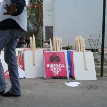 Des pancartes étaient distribuées à l'occasion de la marche (crédit photo: @elodieauffray sur Twitter)