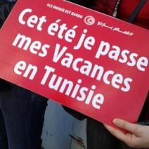 Les manifestants lancent un appel fort: le tourisme tunisien ne doit pas mourir (crédit photo: @elodieauffray sur Twitter)